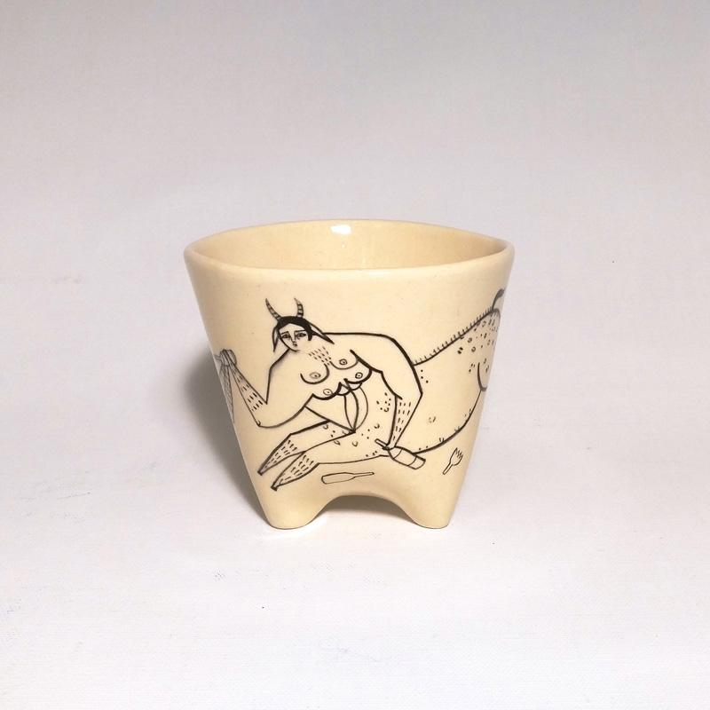Andrea Heimer, Centaur seducing human girl with alcohol, 2016, ceramic vase, diam 15 cm