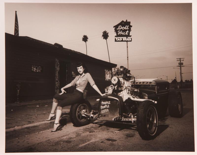 David Perry, Amanda With The Purple People Eater Doll Hut, Anaheim, Silver Gelatin Print, 28x35,5 Cm