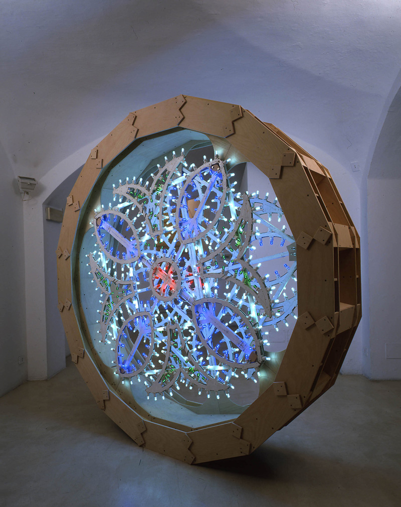 Pierluigi CALIGNANO,Scultura2,2007,legno acciaio luminarie, cm246x52