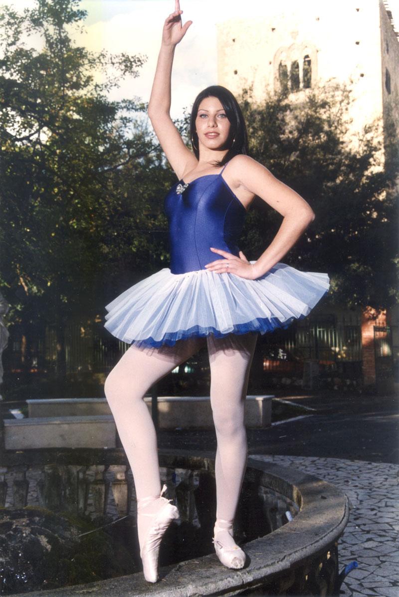 Donatella Di Cicco. 1-Dolls (ballerina), 2003, Stampa Lambda, 135x90 Cm