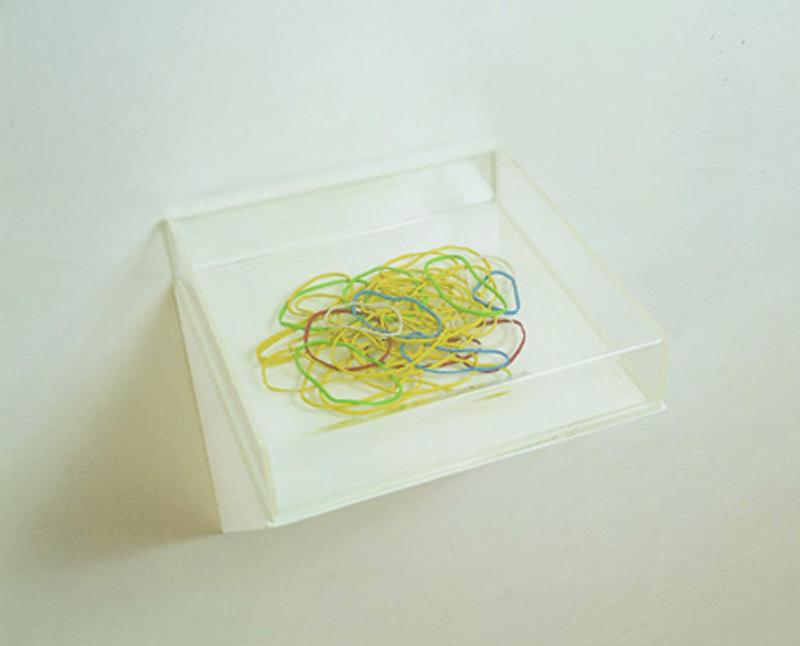 Lorenzo Scotto Di Luzio, Elastici, 2002, Plastilina In Teca Plex, 6x25x25 Cm