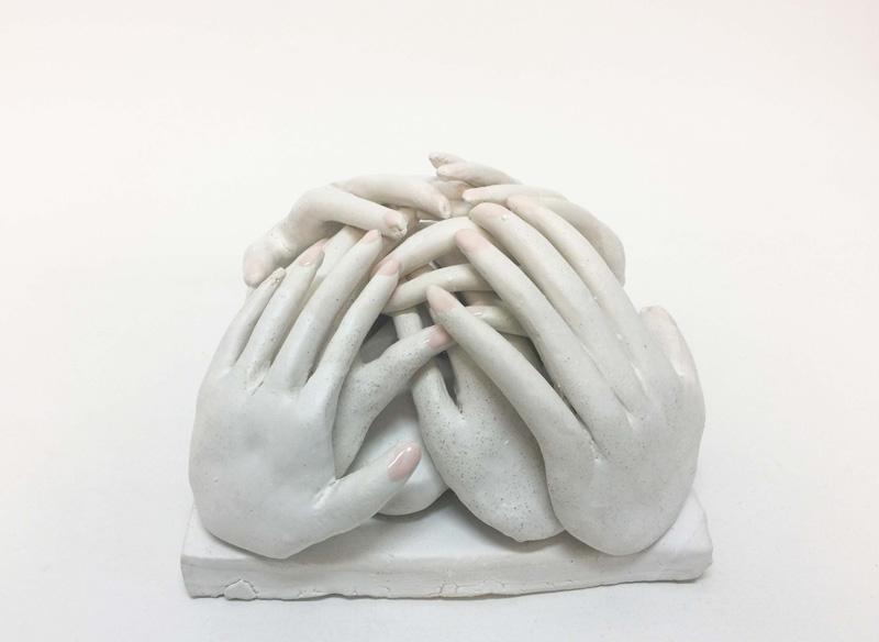 Lusesita, Manos a la obra, 2018, ceramic and enamel, 15x21x21 cm