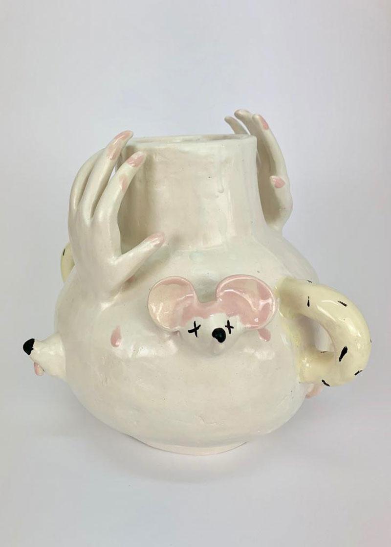 Lusesita, Untitled, 2019, vaso in ceramica, (h) 26x32x32 cm