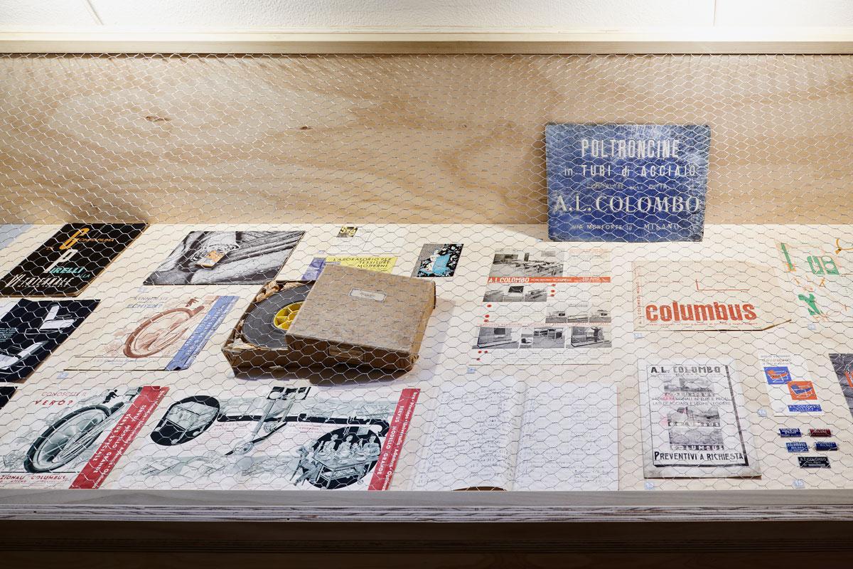 Columbus-Continuum.-Flessibili-Splendori,-Columbus-e-il-mobile-in-tubo-metallico,-installation-view,-photo-credit-Max-Rommel-(7)